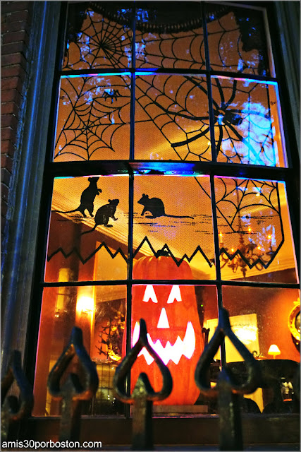 Decoraciones Interiores por Halloween en Beacon Hill, Boston
