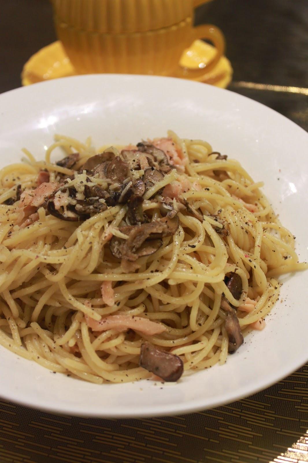 大蚊廚房 : 忌廉煙三文魚蘑菇炒意粉
