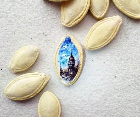 Gambar lukisan terkecil diatas biji kwaci karya Mesut Kul
