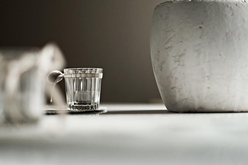 Blog + Fotografie by it's me - Bunt ist die Welt, geriffeltes Glas-Teelicht und Blumentopf