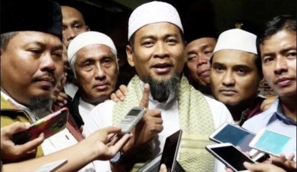 Kuasa Allah, Bukan ditahan Ust Zulkifli Malah Jadi Imam Sholat Jumat di Masjid Mabes Polri