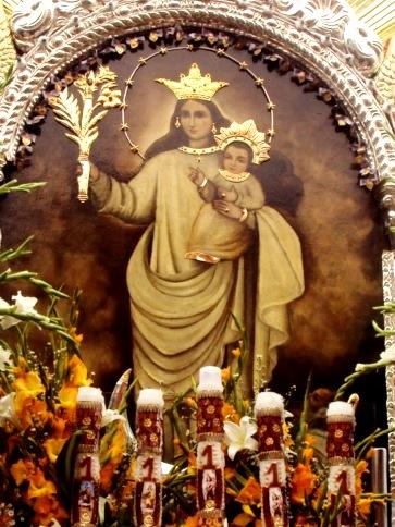 Imagen de la Virgen de la Nube cargando a Jesús