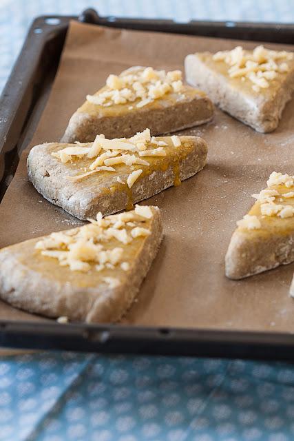 Pogačice sa sirom prije pečenja