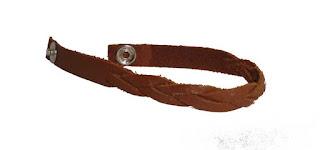 Bracelet tressé en cuir fermé marron ouvert