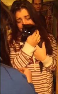 Are you kitten me? Woman is left shocked and in tears after her best friend surprises her with a cat after her previous pet died