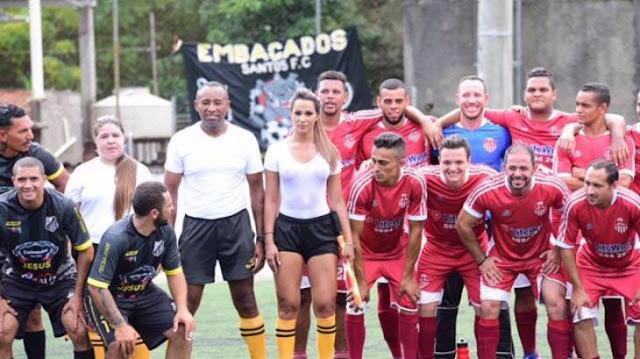 Árbitro brasileña acapara miradas, ya nadie quería ver el balón