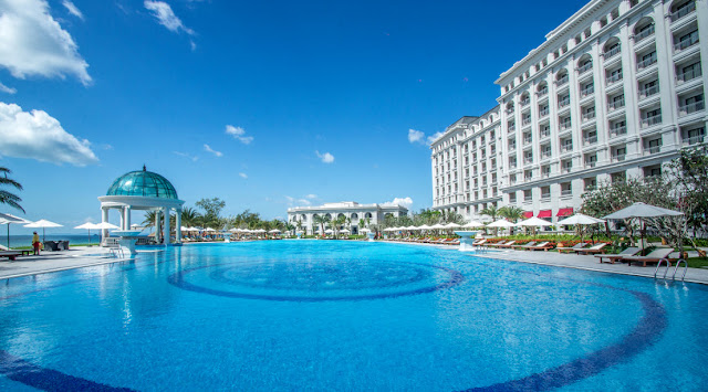 Bể bơi khách sạn Vinpearl Nam Hội An