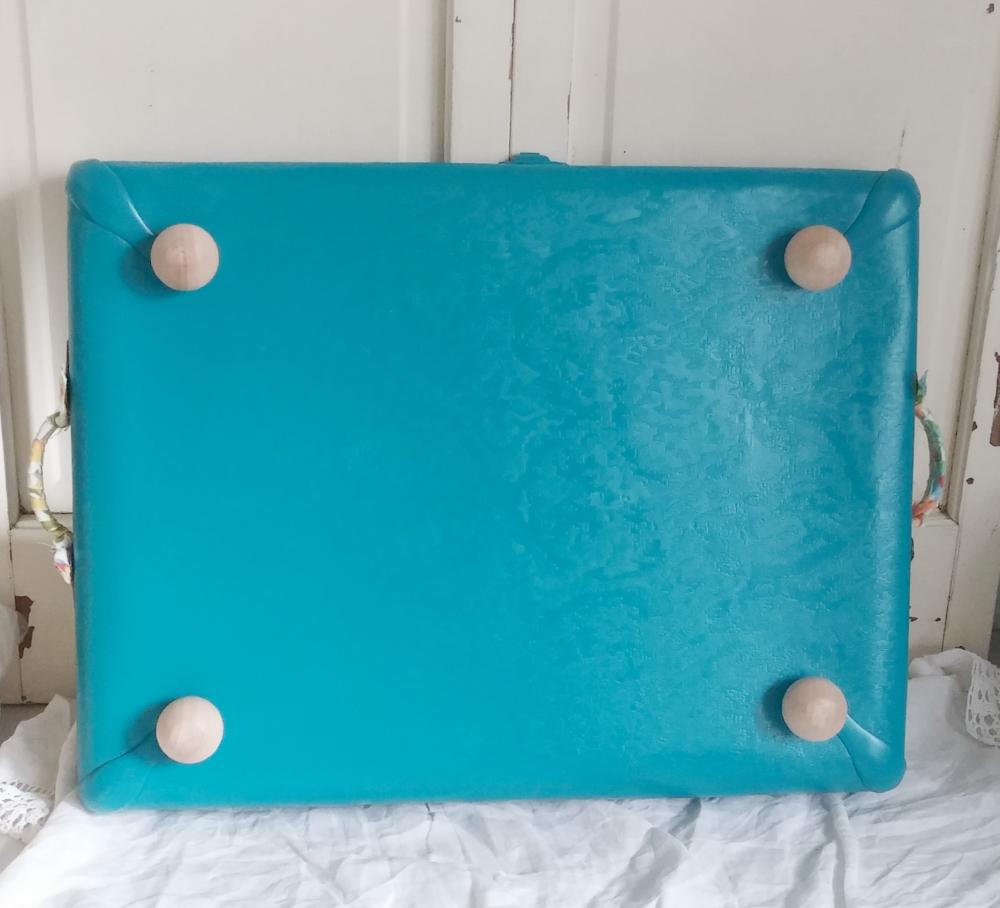 suitcase tray feet