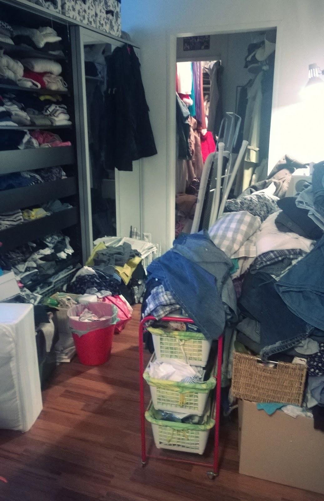 Aloitin siis vaatetangostani ja löysin heti jo kauan sitten tuunaamani  paidan 30984ac2fc