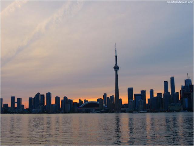Vistas desde el Ferri al Atardecer de Toronto