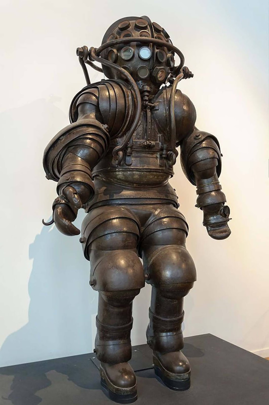 Diving suit designed by Alphonse and Theodore Carmagnolle.