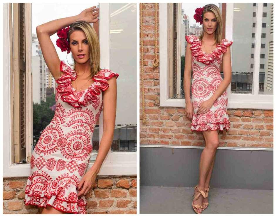 Vestidos com babados também fazem parte da coleção Alegria Latina, de Ana  Hickmann. É tendência em alta, que promete ficar para a primavera-verão. 7f32e90bc8
