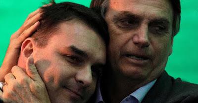 Bolsonaro com o filho Flávio