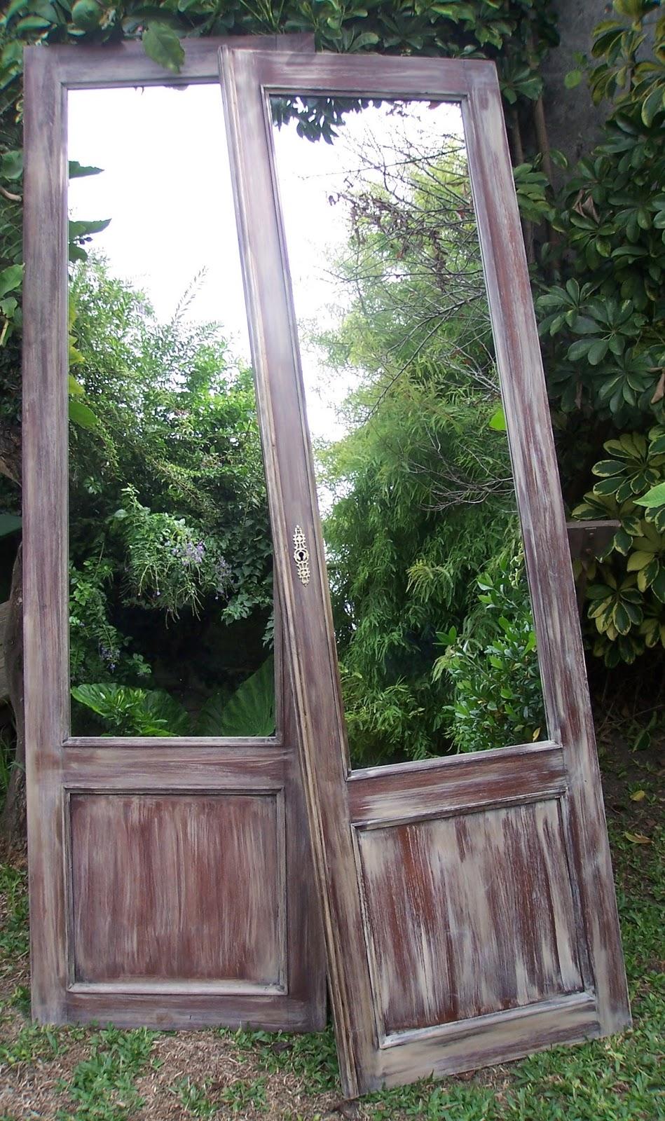 Chiribitil dos espejos en puertas antiguas de cedro for Espejo para puerta