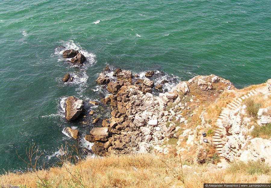 Камни в море у мыса Калиакра, Болгария