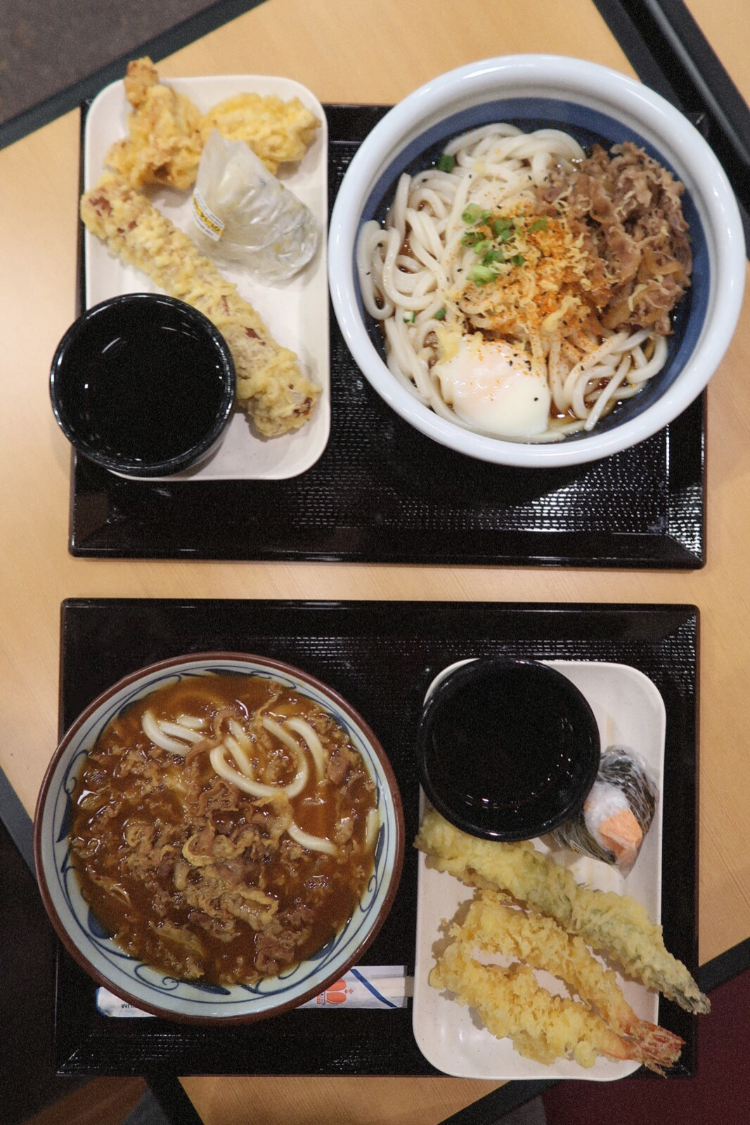 #onthetable: Marugame Udon Curry Noodle Udon bowl, Nikutama Udon noodle bowl, shrimp tempura, and musubi.