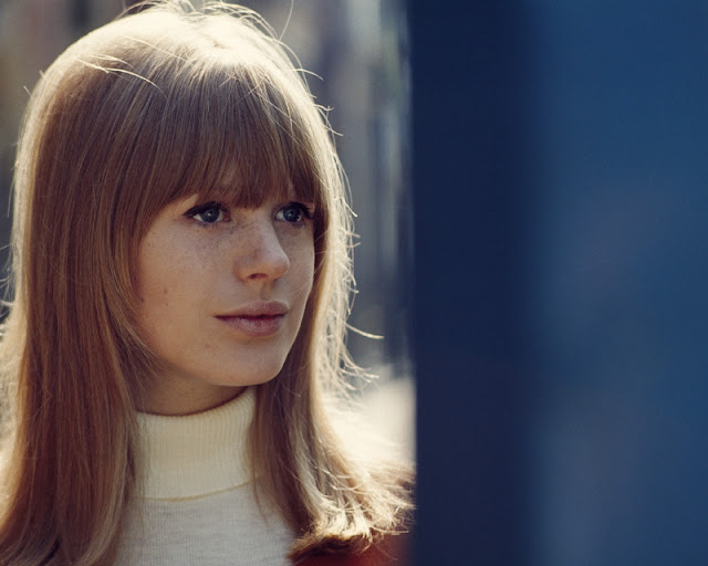 40 Beautiful Color Photos Of Marianne Faithfull In The