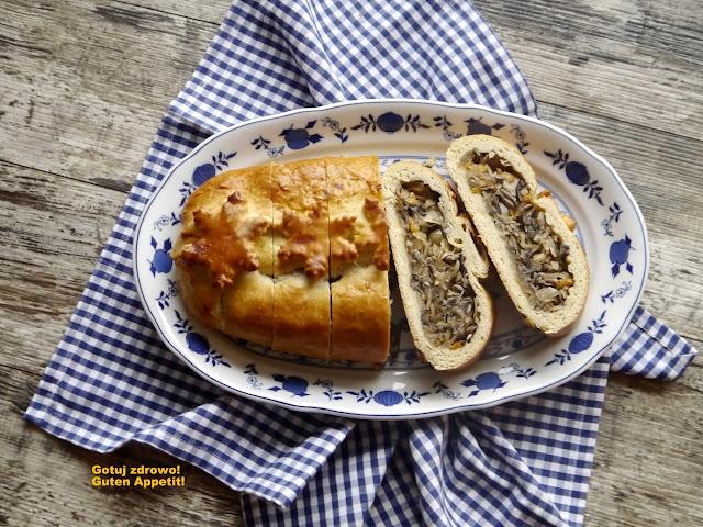 Kulebiak krucho-drożdżowy z kiszoną kapustą i grzybami - Czytaj więcej »