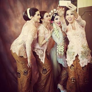 model kebaya rok batik atasan kebaya pengantin broklat