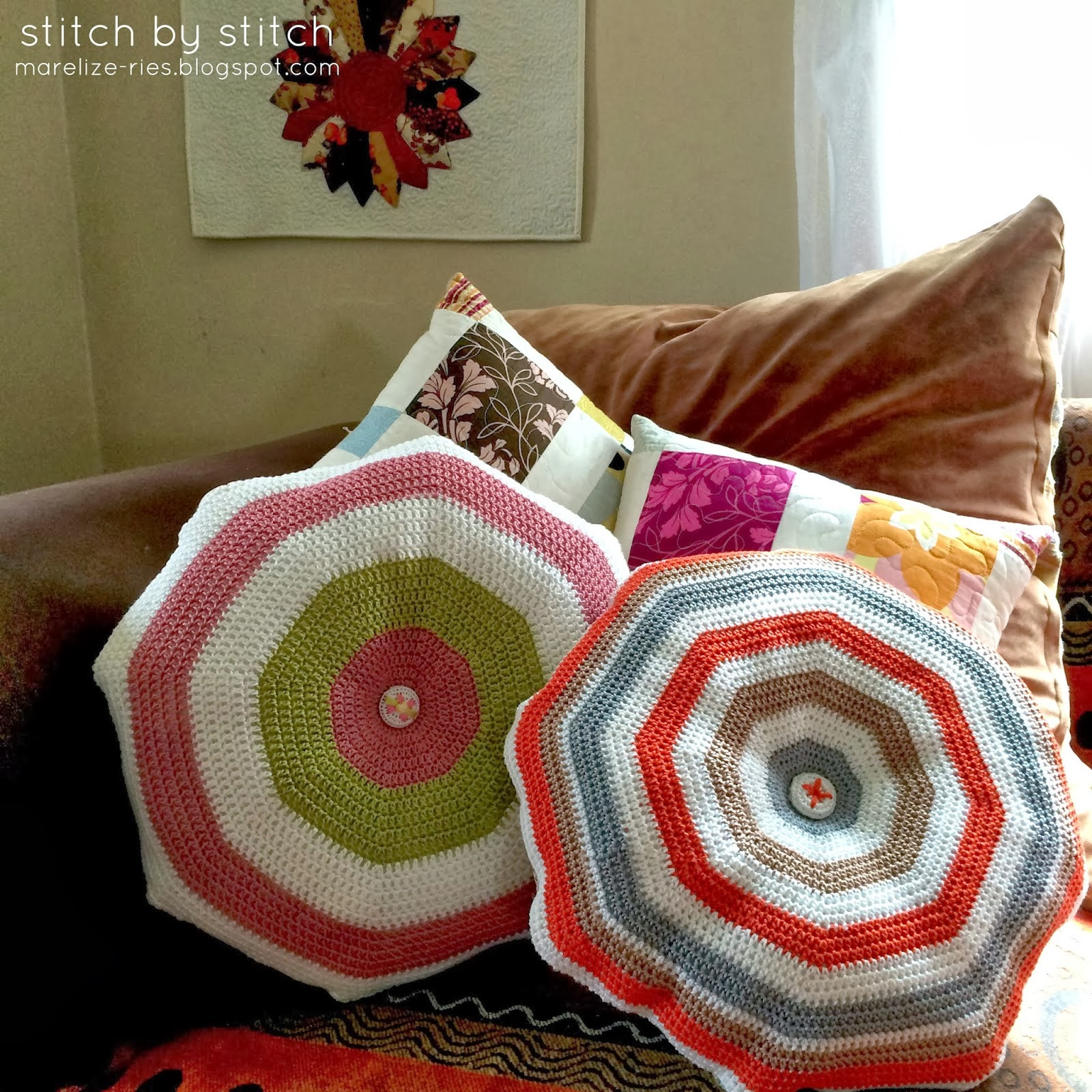 http://marelize-ries.blogspot.com/2014/03/simple-crochet-cushion-tutorial.html