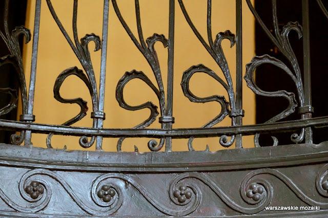 Warszawa Warsaw kamienica architektura secesja Praga Północ klatka schodowa balustrada