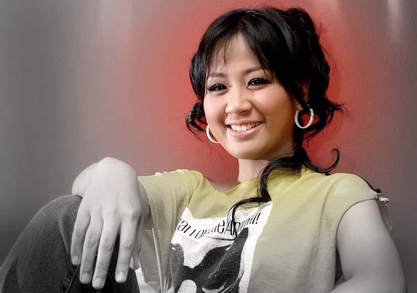 Lirik Lagu Tak Ingin Dicintai ~ Astrid Sartiasari