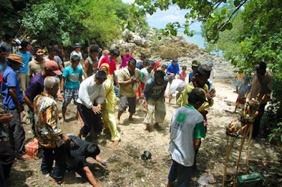 Ritual Adat Bangka Mucak Kampong Air Menduyung