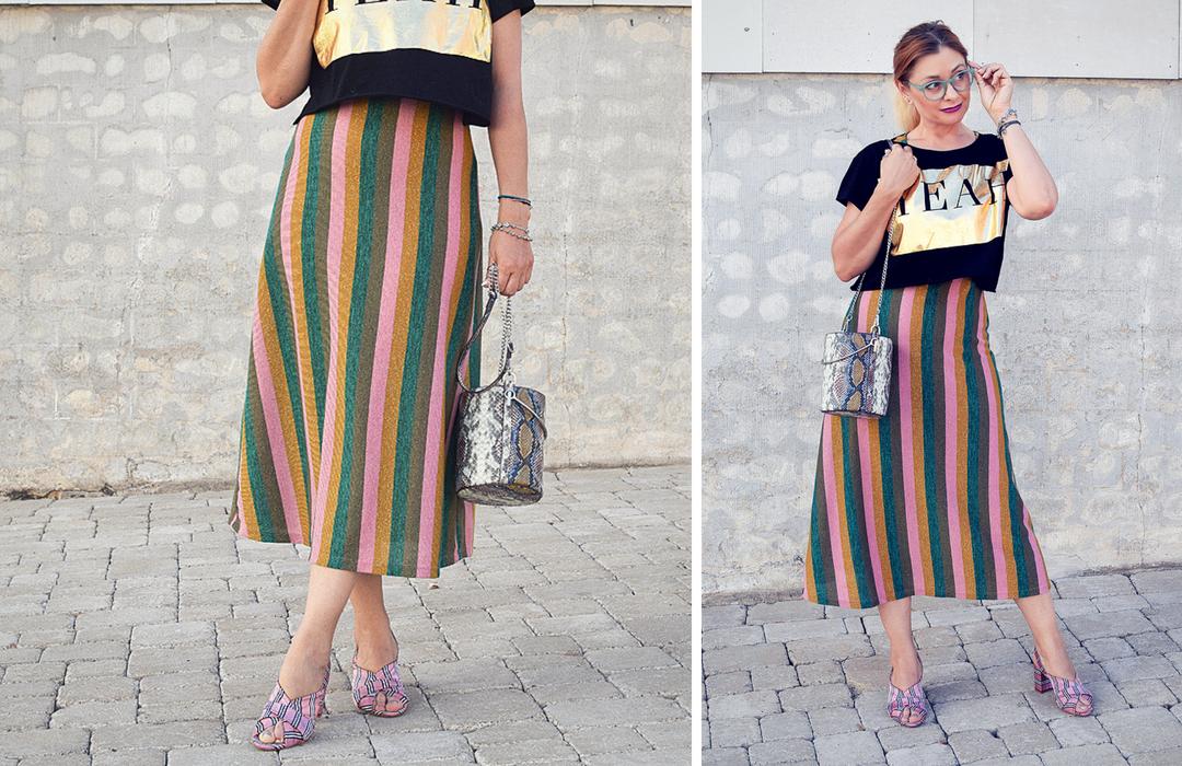 Outfit mit Streifenkleid und Crop Top, schwarzes Crop Top