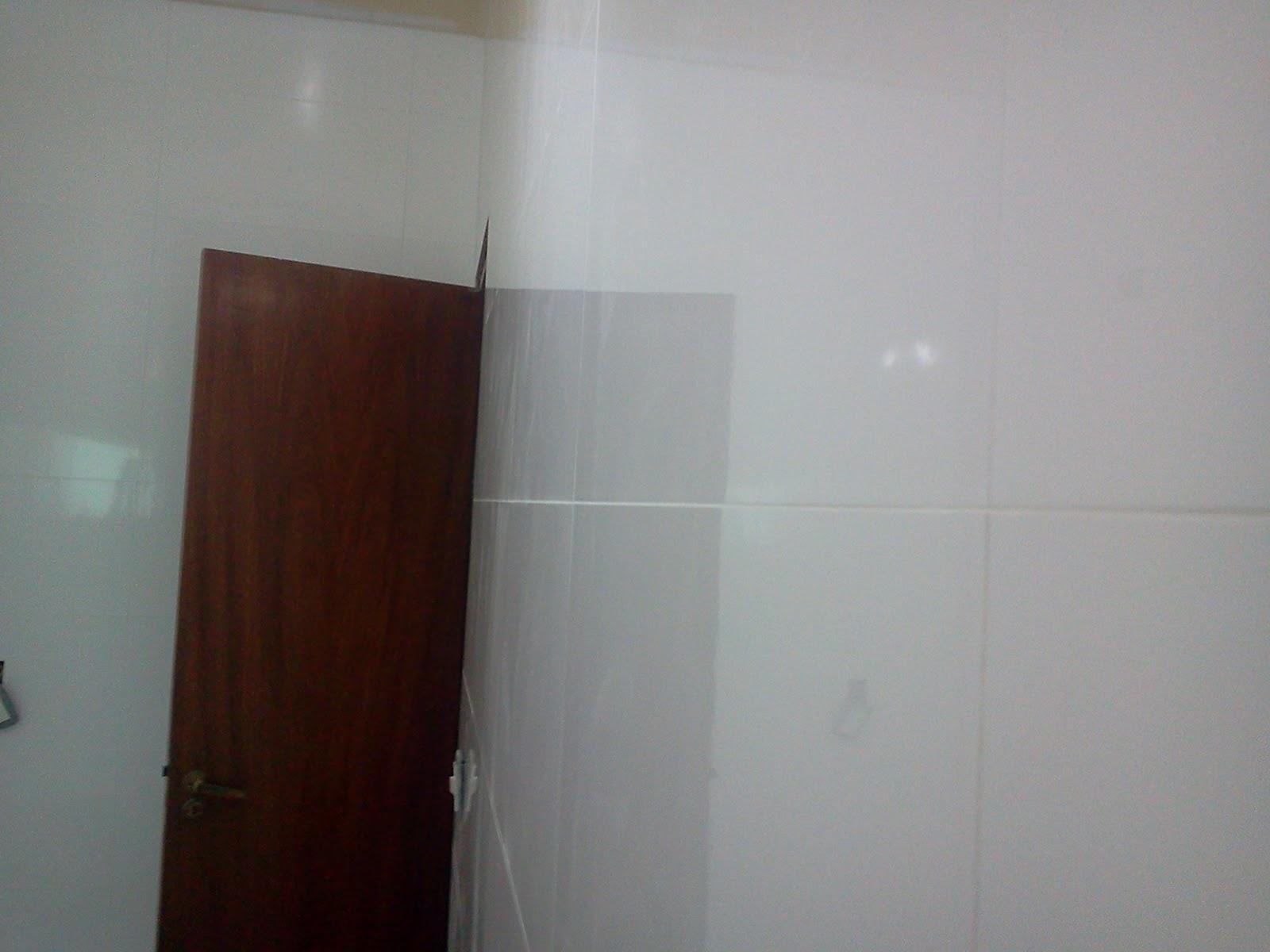 Porcelanatos e cia reforma banheiro azulejo retificado for Azulejo de porcelanato