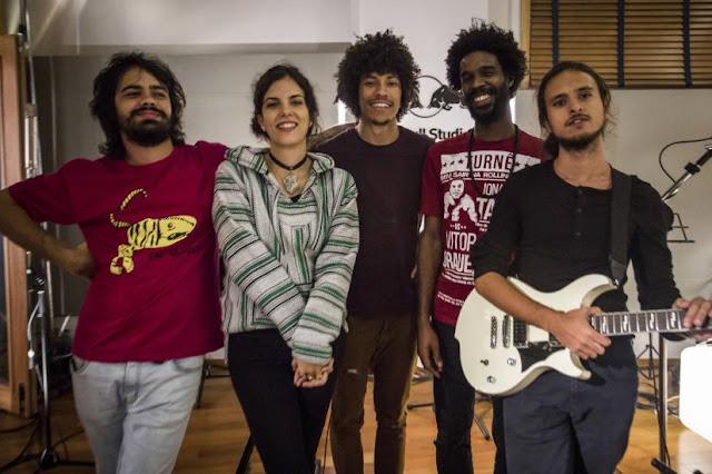 """Veja vídeo de """"Foi Mal"""", resultado da parceria entre Céu e o grupo Boogarins"""