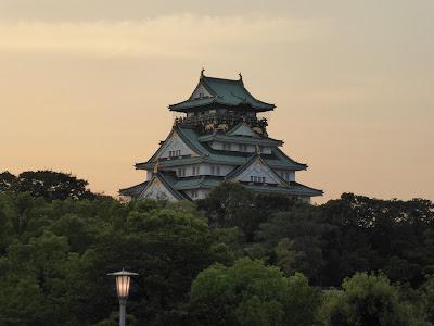 大阪城 (夕暮れ時)