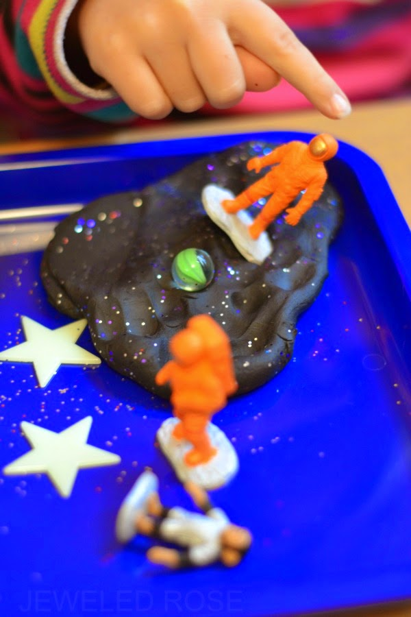 "GALAXY DOUGH: easy to make play dough that is ""out of this world"" #playdoughrecipe #playdough #galaxyplaydough #galaxyplaydoughrecipe #playdoughactivities"