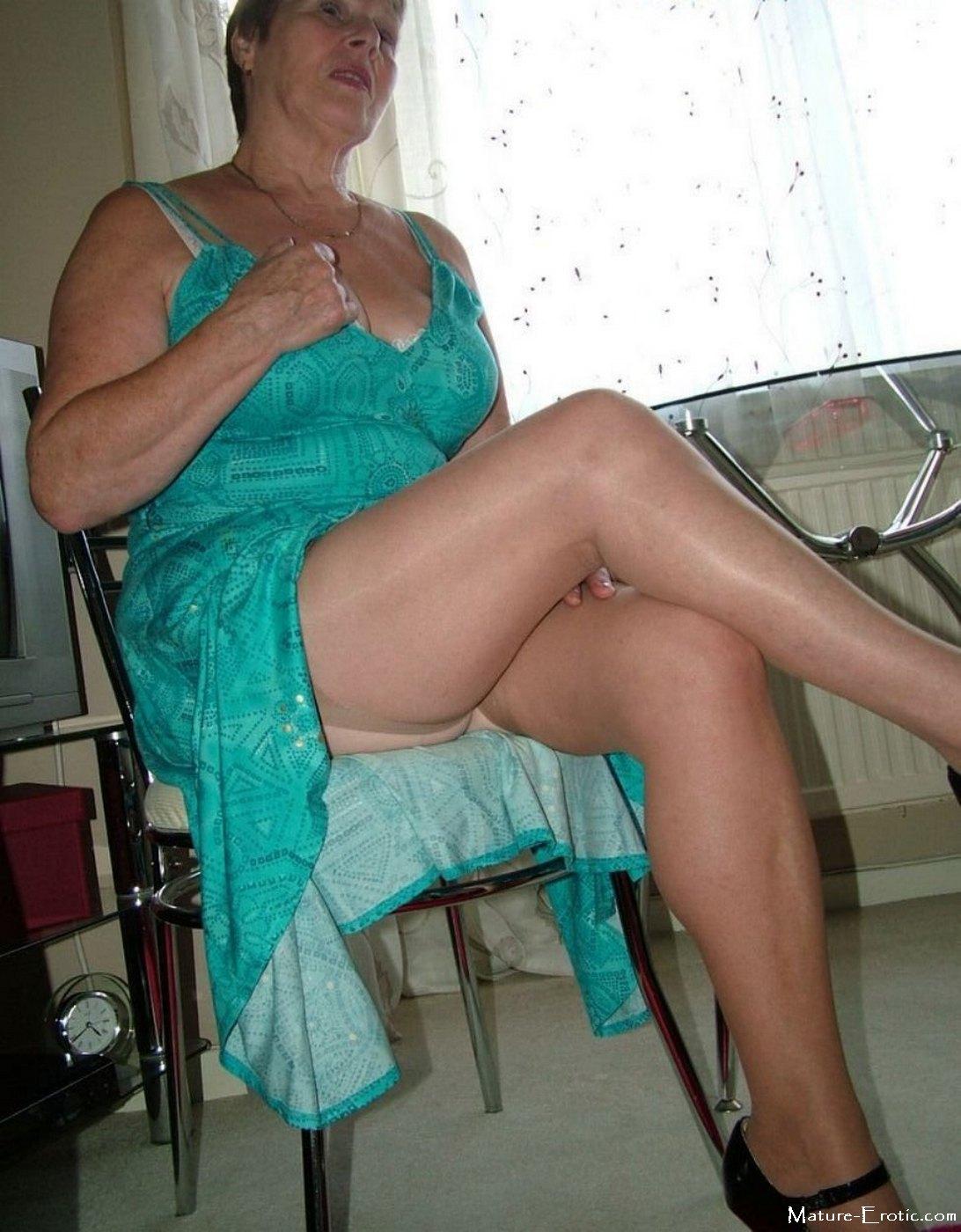 Granny Upskirt Foto