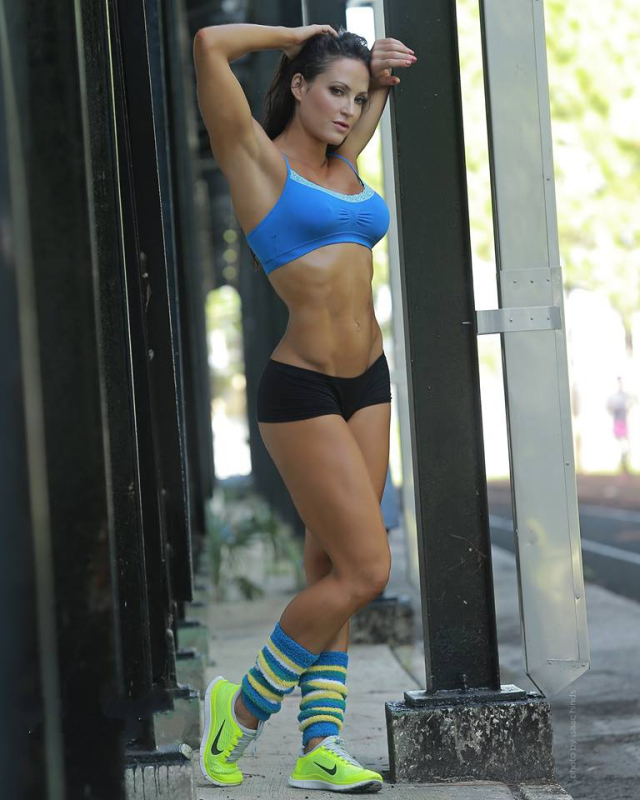 Fitness Model Erin Stern photos 1