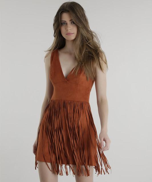 Vestido desenvolvido em suede, uma malha de toque aveludado