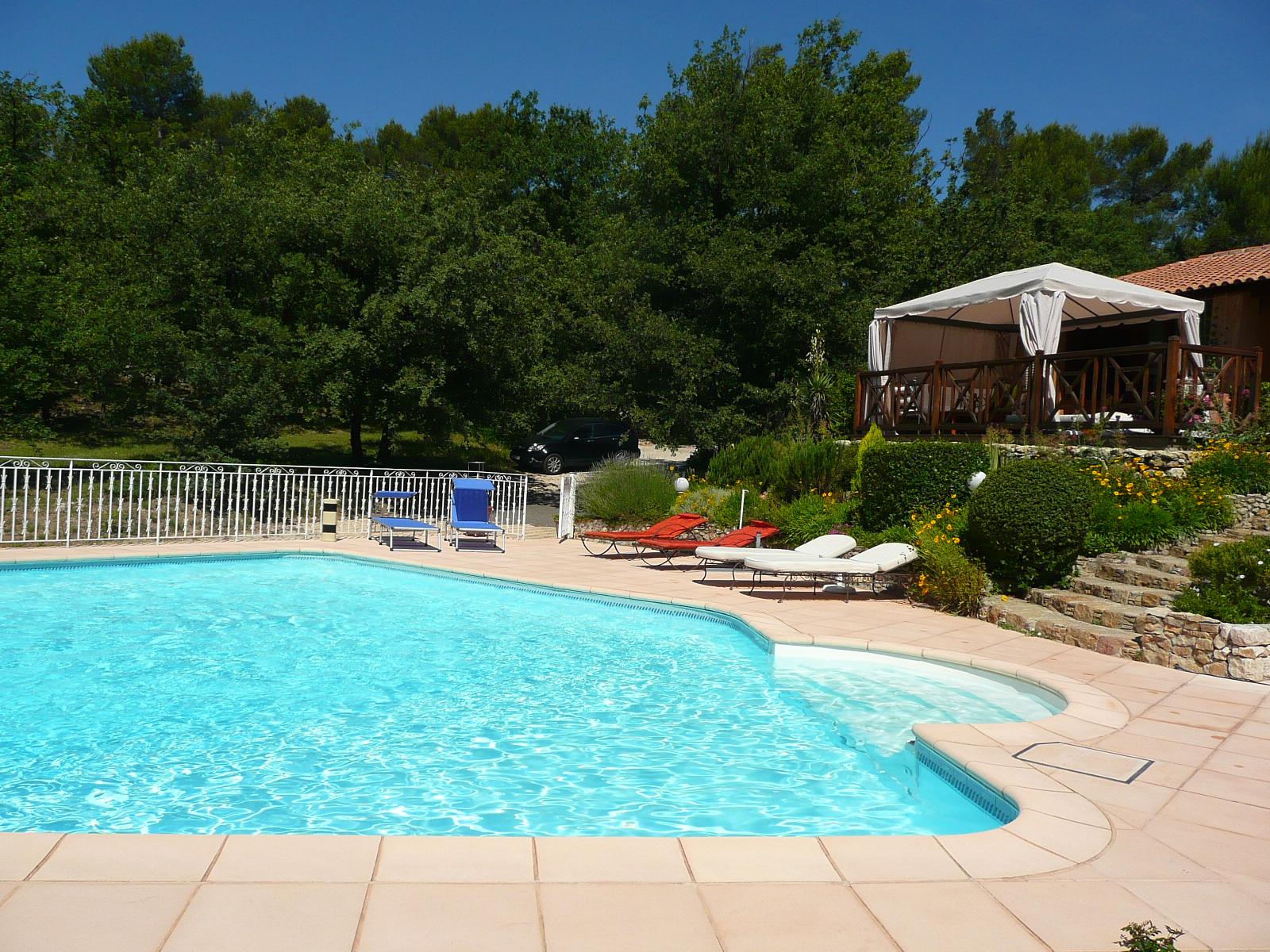 BandB Chambre d h´tes piscine chauffée jacuzzi entre Aix en