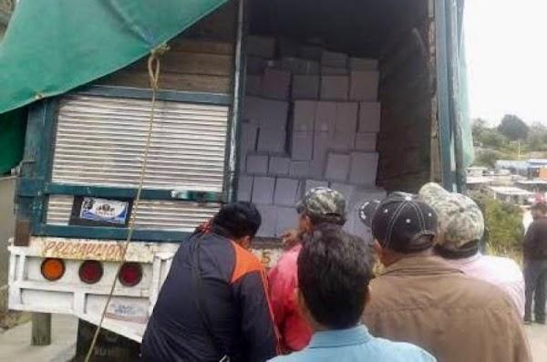 Comando armado roba víveres para damnificados en Oaxaca.