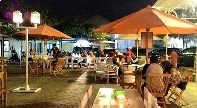 https://4.bp.blogspot.com/-xDaffW1TSMQ/WLhBjZegFxI/AAAAAAAAAB8/UVjmDGyTH3Q_AiIpszKouGKStKasaJxWgCLcB/s1600/Angkringan-Lounge-Mbah-Kerto-Tempat-Nongkrong-di-Semarang.jpg