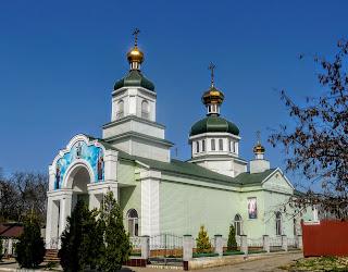 Новомосковськ. Вул. Паланочна. Церква Святої Трійці