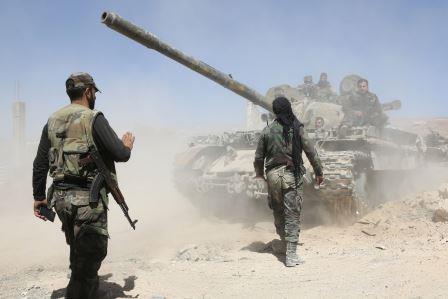 """تحرير وحدتين عسكريتين من حصار """"داعش"""" في البادية السورية"""