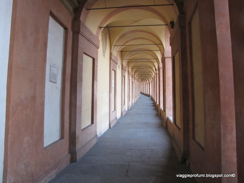 Bologna, il porticato verso San Luca