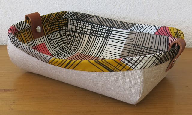 LunaLovequilts - Fabric Tray - Tutorial by Noodlehead - Essex Linen and Art Gallery fabrics