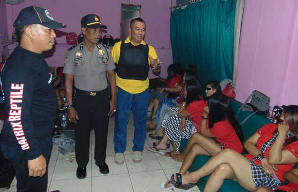 polisi razia tempat karaoke di kuningan