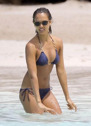 jessica alba hot in bikini in the caribbean 02 320x440 - Jessica Alba Hot Bikini Images-60 Most Sexiest HD Photos of Fantastic Four fame Seduces Us Atmost