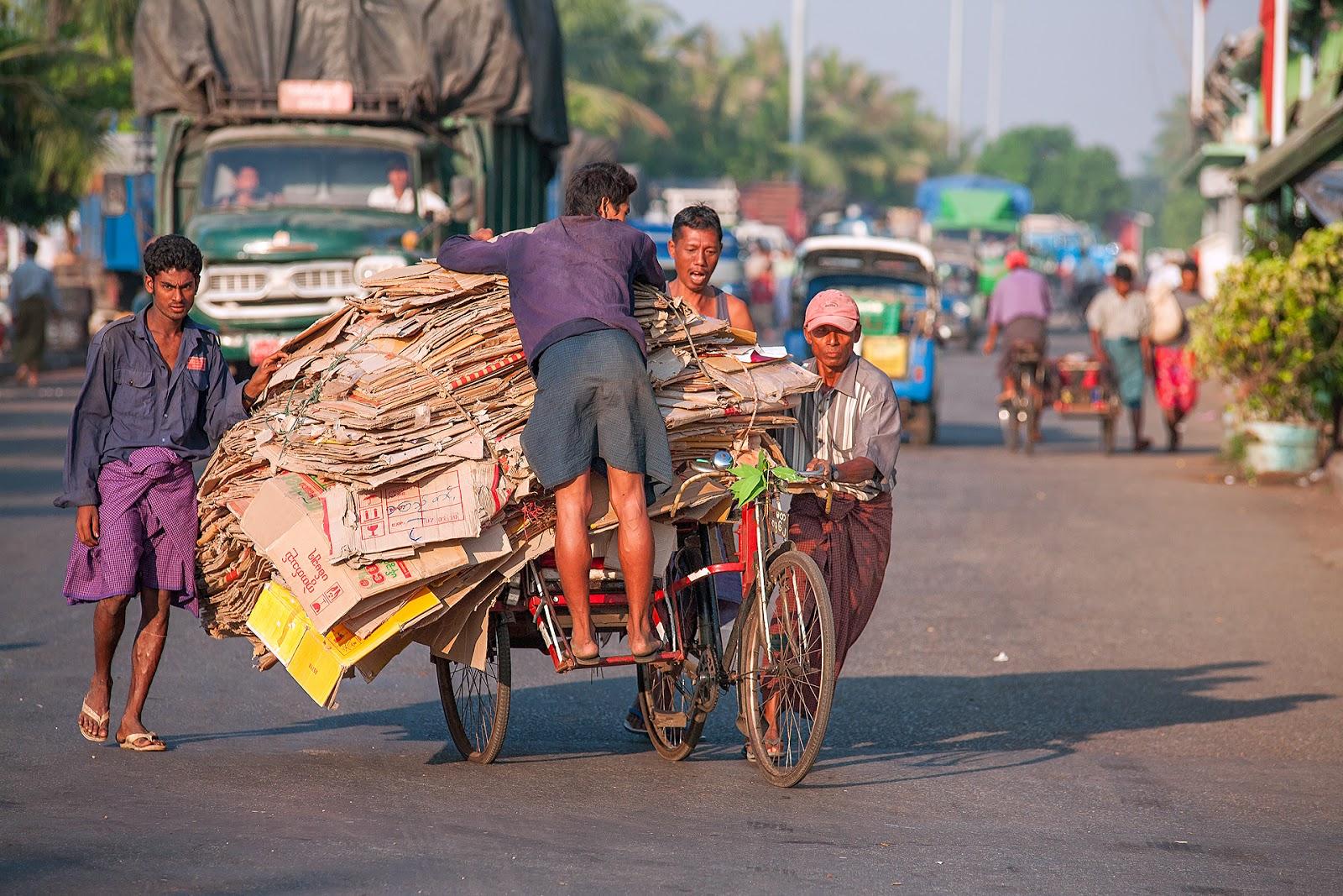 Myanmar-Na ulicach Yangon cz.2-Spacer po mieście