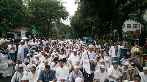 [Fiqh Kekinian] Shalat Jumat di Jalanan Bisa Haram karena fathudz dzariah