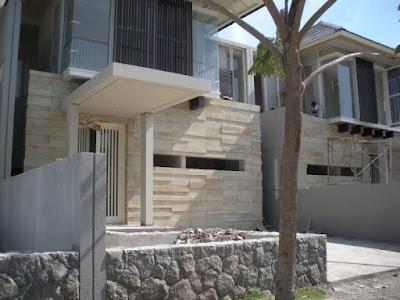 Batu alam dapat dipasang sebagai dinding rumah untuk menghasilakn kesan yang indah dan benruansa alami. Berbagai jenis batu alam untuk rumah memiliki ciri dan kesan yang berbeda. Memilih batu alam untuk dinding rumah dapat disesuaikan dengan desain dan konsep rumah.