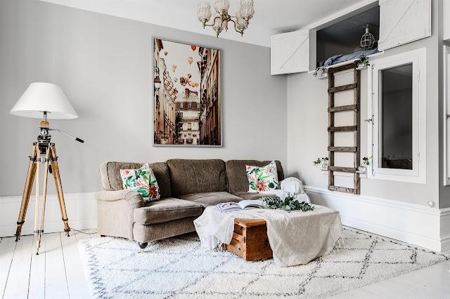 Accente vintage și dormitor ascuns la înălțime într-un apartament de 78 m²