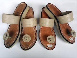 Sandal tradisional Indonesia