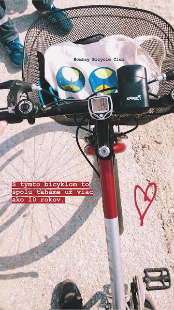 Môj bicykel má už cez 10 rokov.